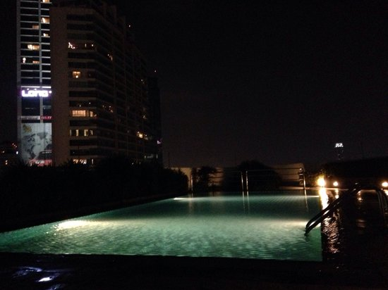 Park Plaza Sukhumvit Bangkok: Roof top Pool
