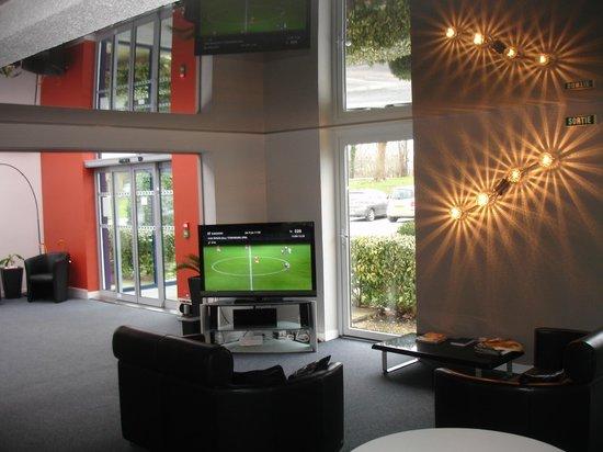 Reix Hotel : Espace Salon avec Grand Ecran