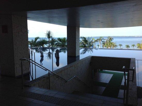 Grandvrio Resort Ishigakijima Grandvrio Garden: 玄関から真正面に