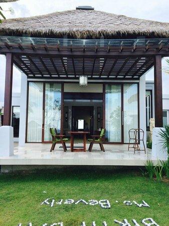 Samabe Bali Suites & Villas: Balcony in pool villa