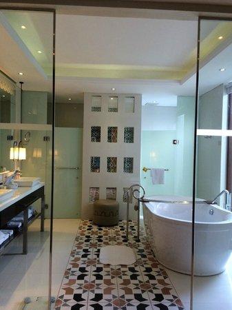 Samabe Bali Suites & Villas: Villa bathroom