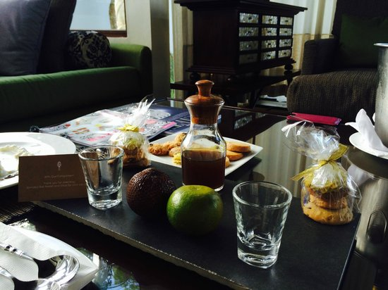 Samabe Bali Suites & Villas: Complimentary welcoming cookies and ginger tea