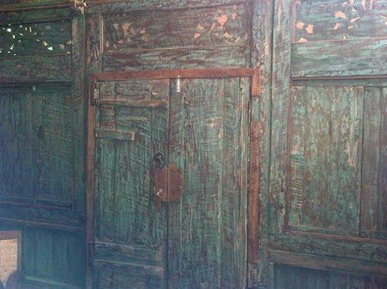 Imah Seniman: pintu masuk kamar