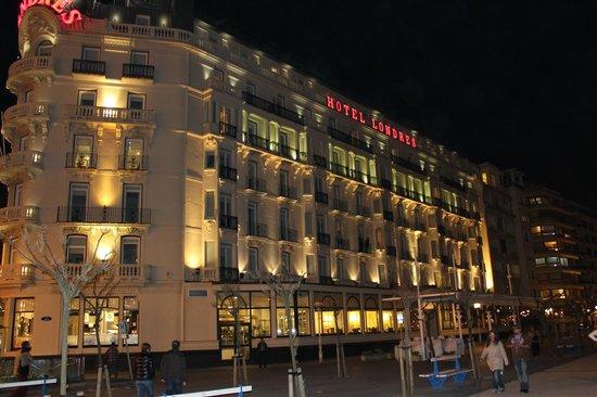 Hotel de Londres y de Inglaterra : fachada por la noche