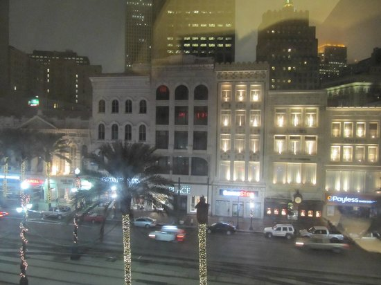 Crowne Plaza Hotel Astor-New Orleans: View form the window on the Canal street