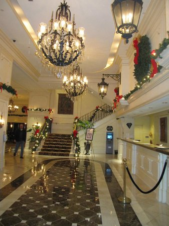 Crowne Plaza Hotel Astor-New Orleans: Lobby with reception area