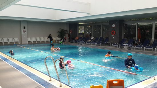Novotel Seoul Ambassador Gangnam: Packed pool