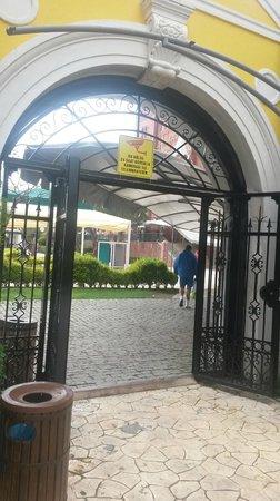 WOW Topkapi Palace: ворота в соседний отель