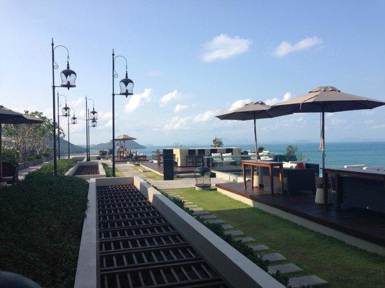 InterContinental Samui Baan Taling Ngam Resort: Air bar & outdoor seating