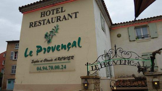 Le Provencal: façade