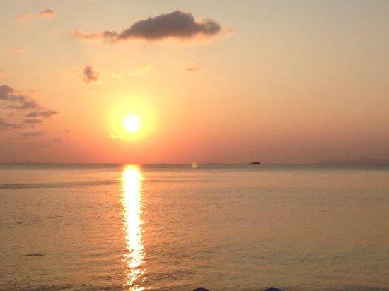 InterContinental Samui Baan Taling Ngam Resort: Sun set from hotel