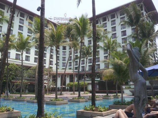 Chatrium Hotel Royal Lake Yangon : The pool