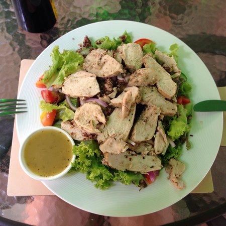 Fitness Cafe: Chicken quinoa salad! Yum!!