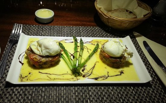 Chalford House Hotel: Chorizo Hash with mushrooms and Asparagus topped with poached eggs.