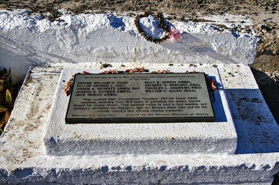 Makapuu Lighthouse Trail: Memorial