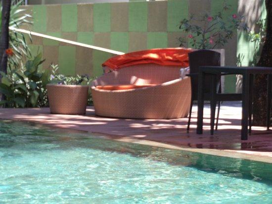 HARRIS Hotel Tuban: Pool Area