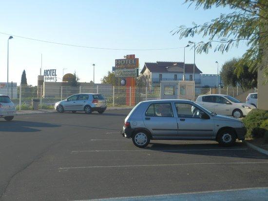 Le Pavillon Hotel : Parking