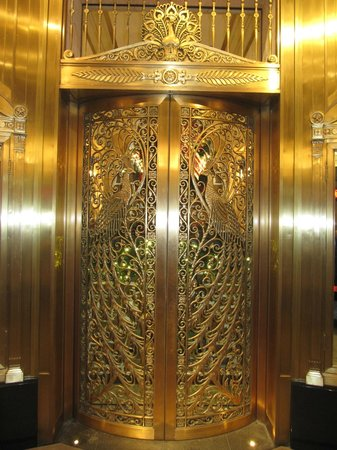 Palmer House A Hilton Hotel: Famous peacock doors at the main entrance to the hotel