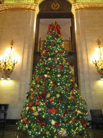 The Palmer House Hilton : Christmas tree in the lobby