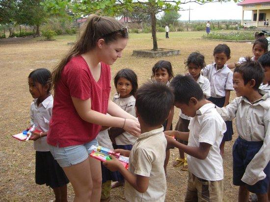 Rikitikitavi: Distributing School supplies