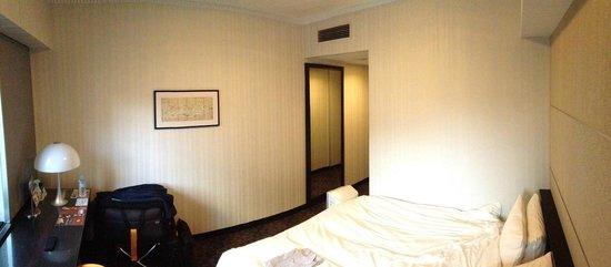 Hotel Villa Fontaine Tokyo-Shiodome : Room towards entry door