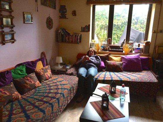 Shanti Hostel: The common area