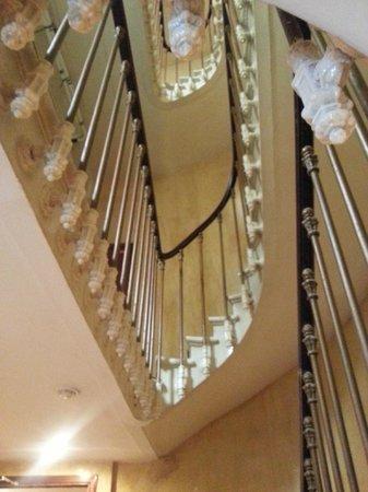 Hotel Saint Petersbourg: escalier