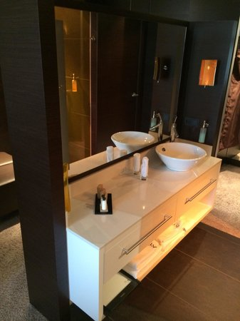 Atrium Hotel Mainz: Bathroom Sink