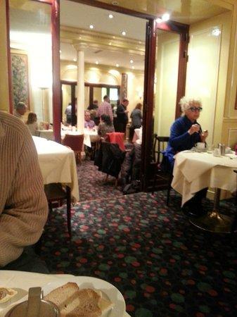 Hotel Saint Petersbourg : salle de petit déjeuner