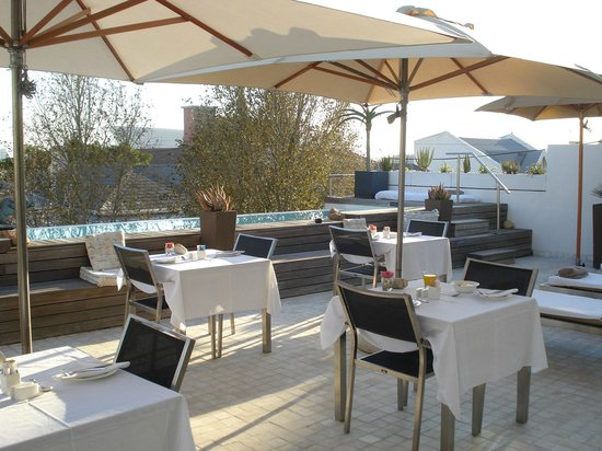 Dysart Boutique Hotel: Breakfast Area Next To Pool