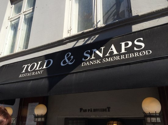 Told&Snaps : L'ingresso sulla strada