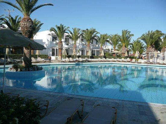 SunConnect Marina Beach : 2eme piscine extérieure