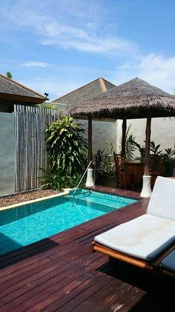 Metadee Resort and Villas : Jacuzzi Pool. Relatively clean.