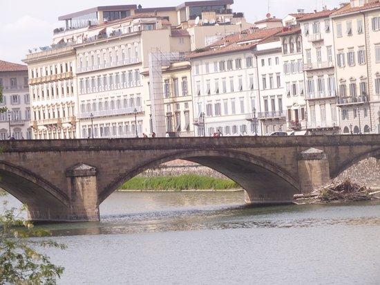 Grand Hotel Bonanno : River at Pisa