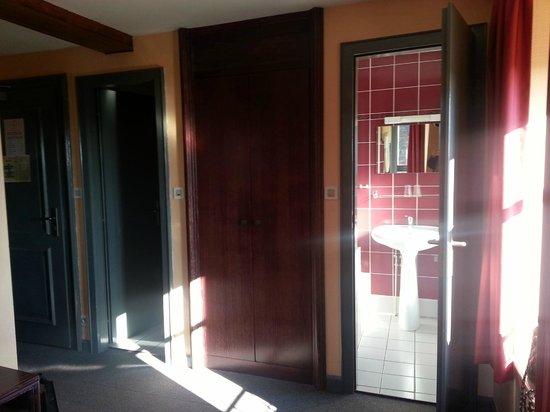 Hotel Dontenville : Chambre 12 au 3ieme étage avec wc séparé