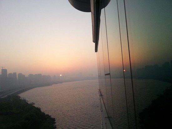 Crowne Plaza Hotel Suzhou : Sunrise from room