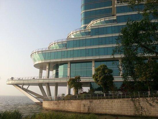 Crowne Plaza Hotel Suzhou : Cruise-ship shaped hotel