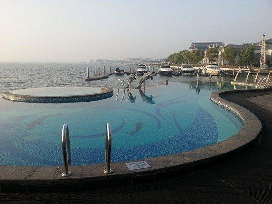 Crowne Plaza Hotel Suzhou : Outdoor pool