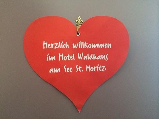 Hotel Waldhaus Am See: benvenuto sulla porta della camera