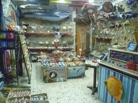 Ristorante Porta Marina : un negozio di ceramiche