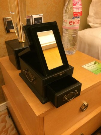 Bohao Radegast Hotel Beijing: Box for accessories