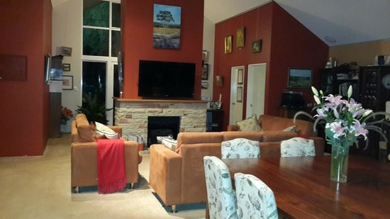 Margaret River Bed & Breakfast: living area with huge TV for the guests to enjoy