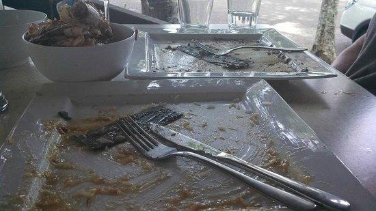 Beach Almond Beach House: Empty plates = satisfaction....