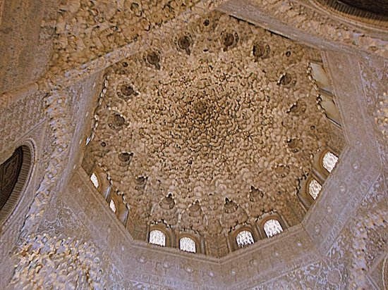 Stalactite ceiling decorations picture of the alhambra for Alhambra decoration