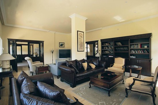 Altinkaya Holiday Resort: Library and TV Room