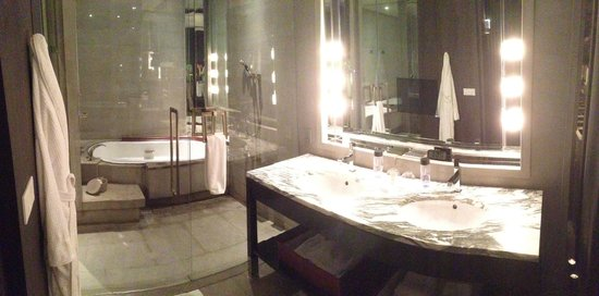 Park Hyatt Shanghai: A bathroom to die for