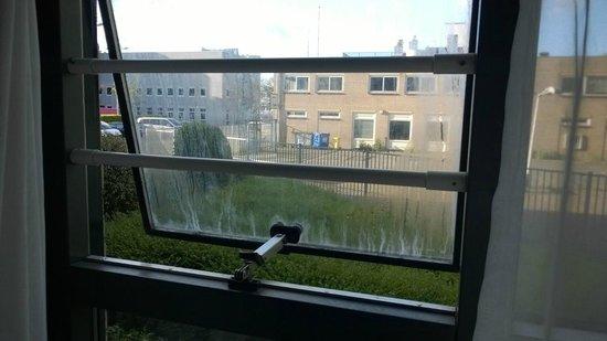 """Bastion Hotel Amsterdam Noord: """"Blindes"""" Fenster"""