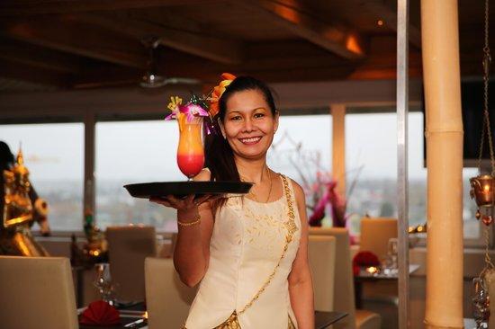 Sky Thai Dachrestaurant Metropol: Nui