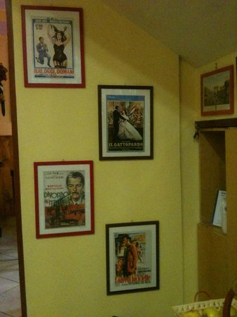 Hotel CineHoliday: Bar/breakfast hall decorated with retro movie posters