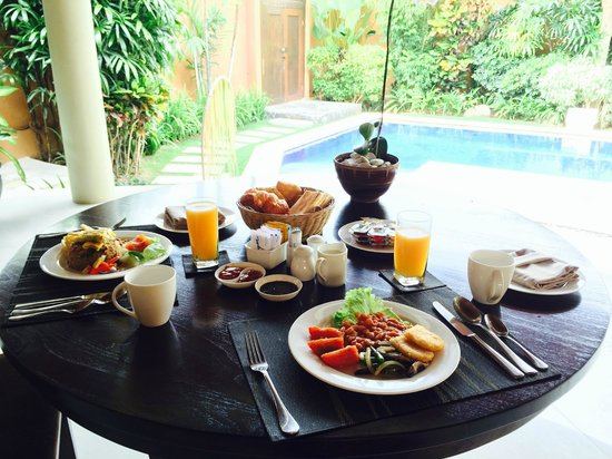 The Kunja Villas & Spa: Breakfast